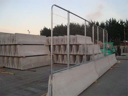 APC-169 Double Sided Barrier With 1.20m High Safety Fence